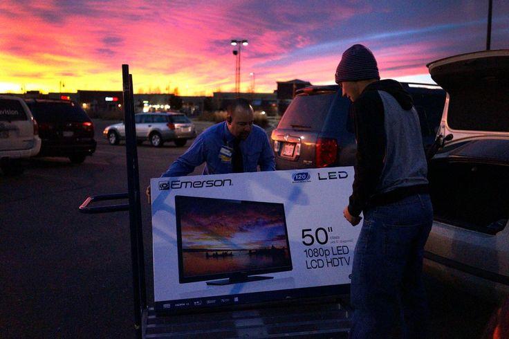 Protestas y clima invernal, el Black Friday todavía atrajo multitudes en las tiendas de todo el país, así como algunos compradores expresaron agotamiento sobre lo que se ha convertido en un largo, inicio a las ventas navideñas.