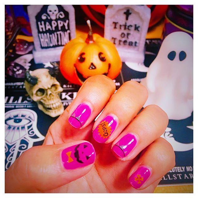 何をやってもハロウィン気分🎃💅 * #ジェルネイル #ウィークリージェル #homei #プチプラ #ネイル #セルフネイル #セルフネイル部 #ネイルシール #ハロウィン #ハロウィンネイル #nail #nails #selfnail #halloween #halloweennails