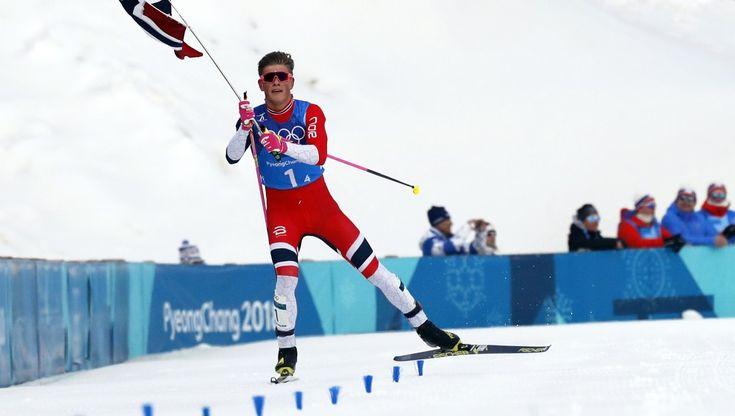 Johannes Høsflot Klæbo sikret stafettgullet for Norge søndag morgen. Foto: Jorge Silva / Reuters