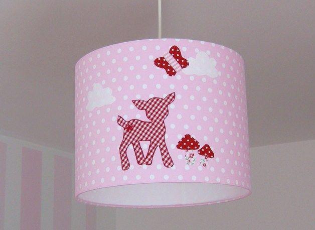 Hier könnt ihr einen hübschen Lampenschirm kaufen. Er ist mit hübschen Pilzen kleinen Wökchen einem Schmetterling und einem Reh bebügelt.  Der Grundstof ist rosa weiß gepunktet und die blumen und...