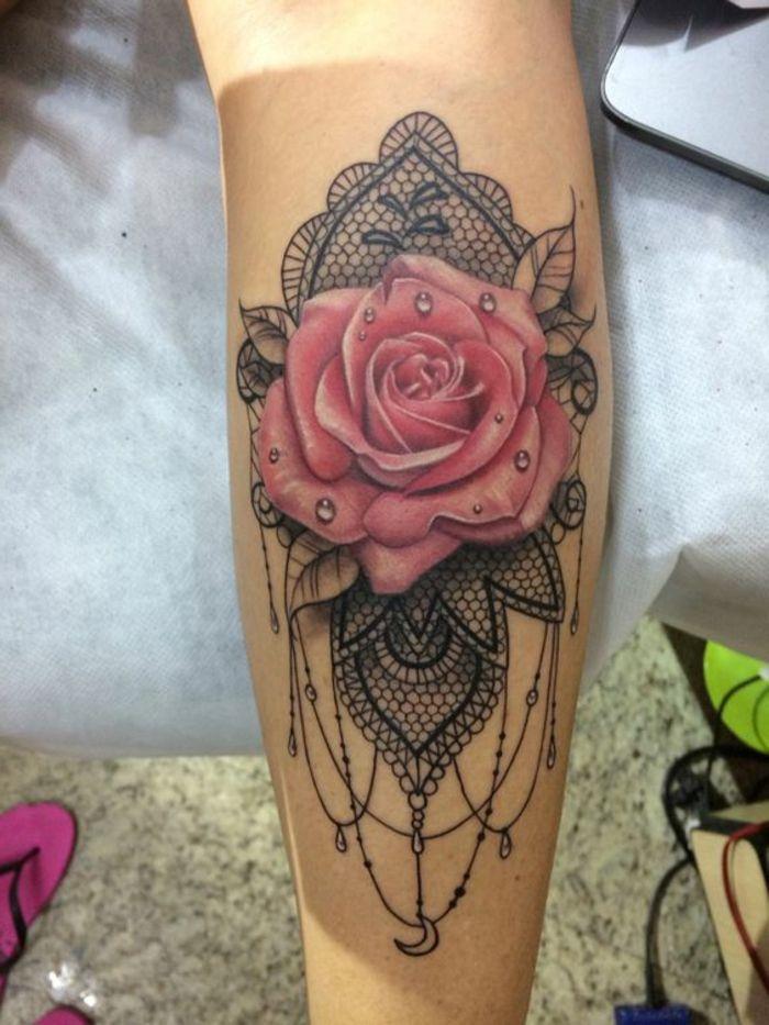 Les 25 meilleures id es de la cat gorie tatouage de dentelle noire sur pinterest tatouages de - Tatouage dentelle epaule ...