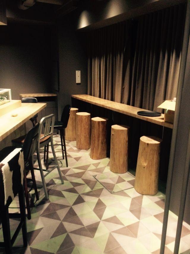 Table d'Hugo Desnoyer à Tokyo. 3 Chome-4 Ebisuminami, Shibuya-ku, Tōkyō-to 150-0022