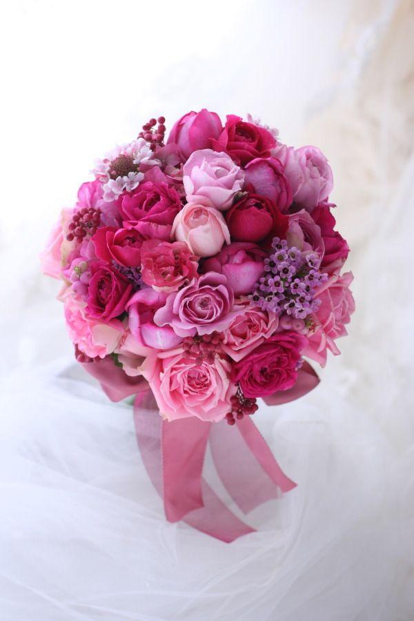 お届けしたふたつのブーケのうちのひとつ、色ブーケのほうです。プラムピンクというちょっと不思議なピンクのドレスにあわせて。もうひとつの白ブーケは、翌日一会に...