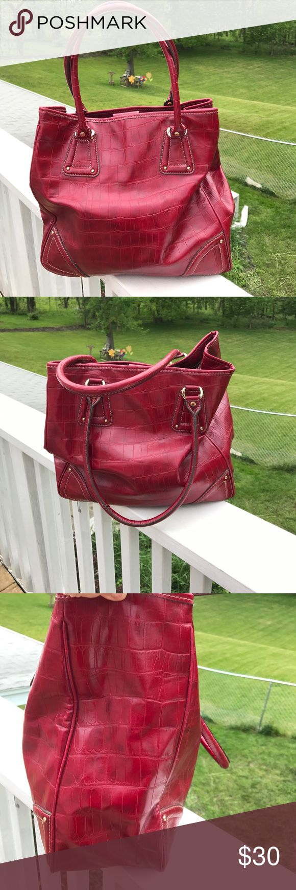 "Liz Claiborne Oversized Red Shoulder Bag NWOT Liz Claiborne Oversized Red Shoulder Bag NWOT. If bigger is better. . Measurements appropriately 13 1/4"" H x 14"" W x 5 3/8"" D 9"" strap drop 🚫trades. Please ask all questions prior to buying Liz Claiborne Bags Shoulder Bags"