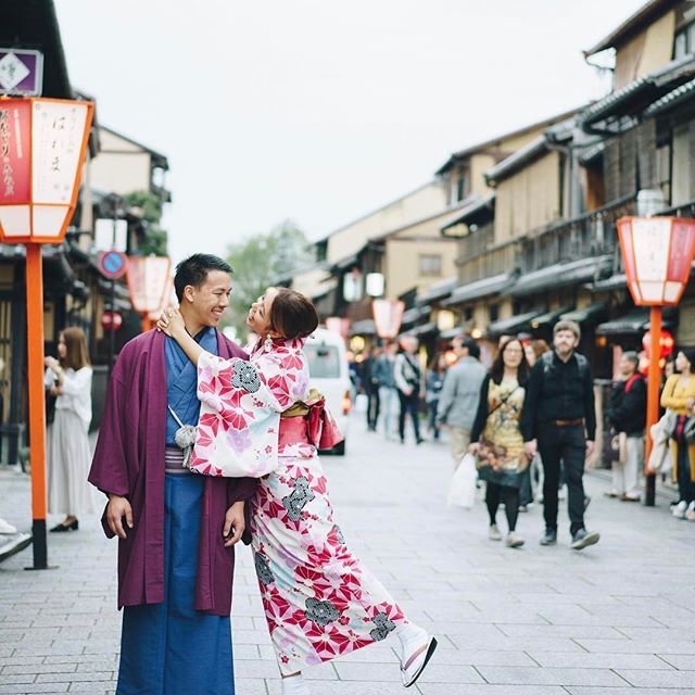 Decked out in kimonos for a day, exploring the stunning old-charm Gion District with @sweet.escape's @wacamera 🇯🇵 it was so fun to have some holiday photos captured, thank you Keiko!! 💕  Kimono rental is definitely a must do when in Kyot
