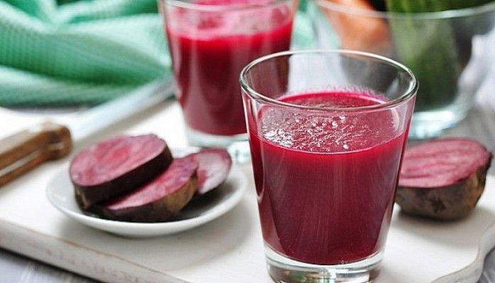 Cvikla alebo ak chcete červená repa má špecifickú chuť a preto sa jej veľa ľudí vyhýba, hoci je to nesmierne zdravá zelenina. Prinášame vám len zopár dôvodov, prečo by ste mali svojmu telu pravidelne dopriať cviklovú šťavu a prečo by ste ju mali užívať častejšie: Má antioxidačné a protizápalové účinky. Zabraňuje poškodeniu buniek a odstraňuje