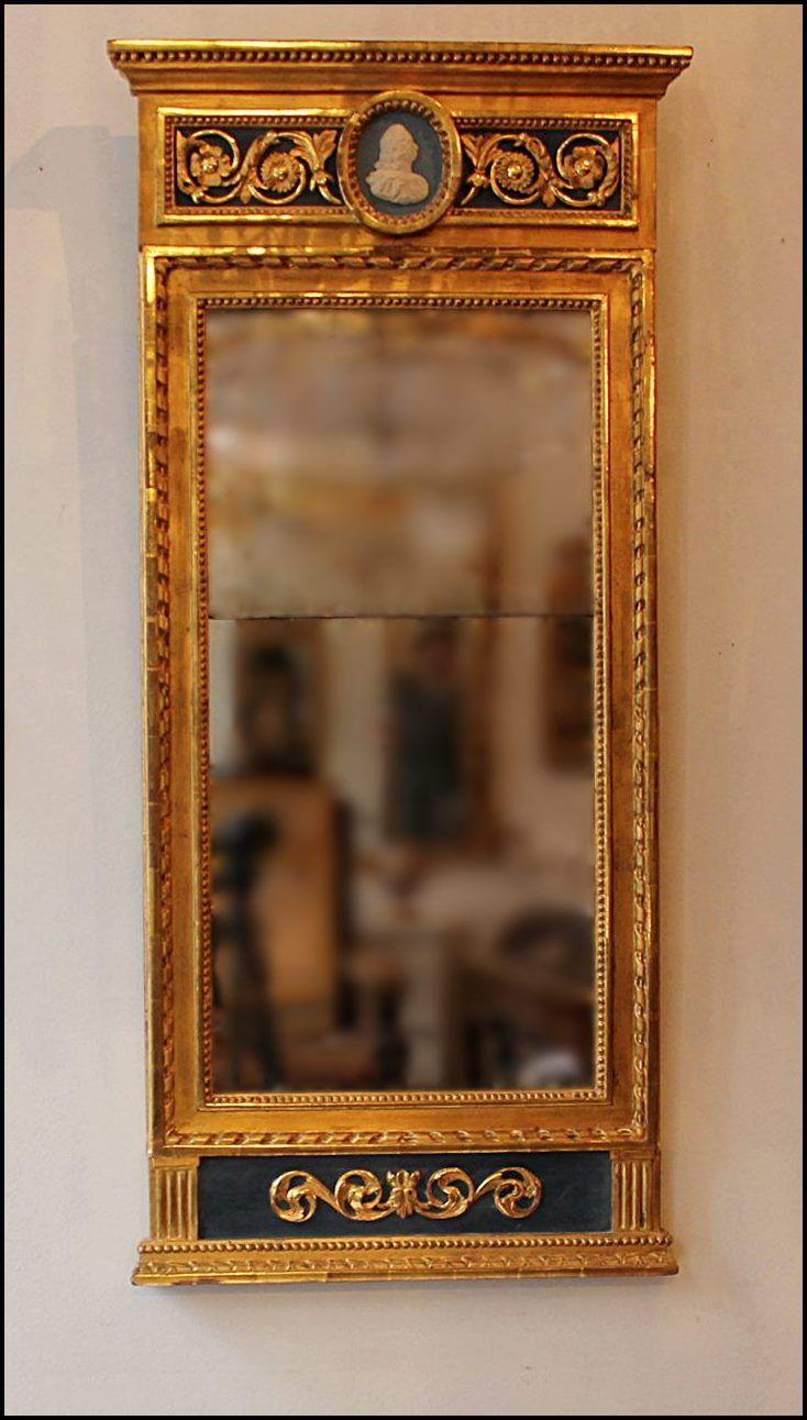 Spegel förgylld medaljong sengustaviansk.