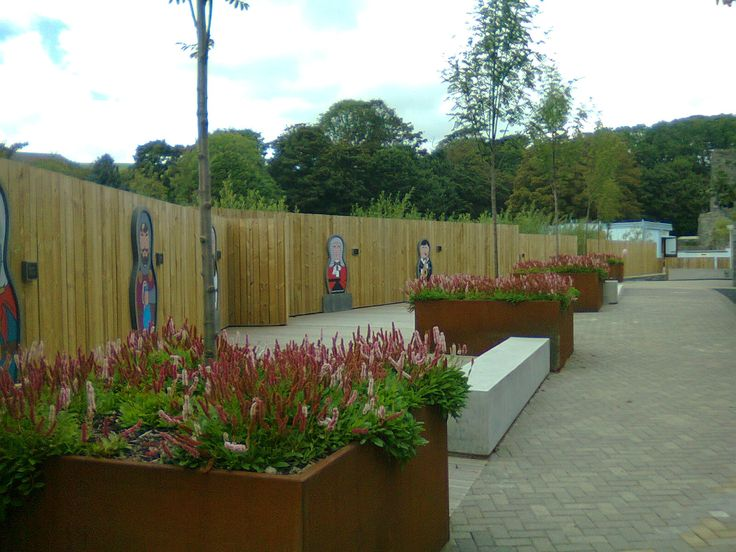 EverEdge steel planters can be used to create a minamlist, contempory and classy apperance to any garden or public space