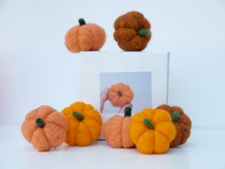 How to Needle Felt an Adorable Pumpkin.: Crafts Ideas, Adorable Pumpkin, Magic Onions, Felt Inspiration, Pumpkin Felt, Felt Kits, Fall Home, Felt Pumpkin, Needle Felt
