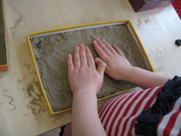 Schrijven in zand! Beginnende geletterdheid, motorische ontwikkeling.