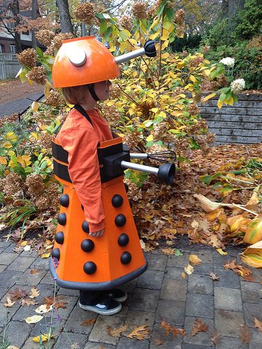 how to make a cardboard dalek costume