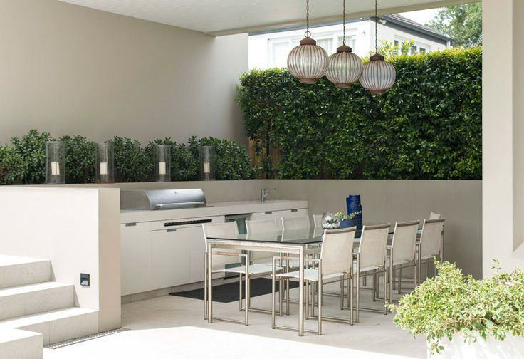 Nice white outdoor kitchen/bbq. Much larger than I'd want though.