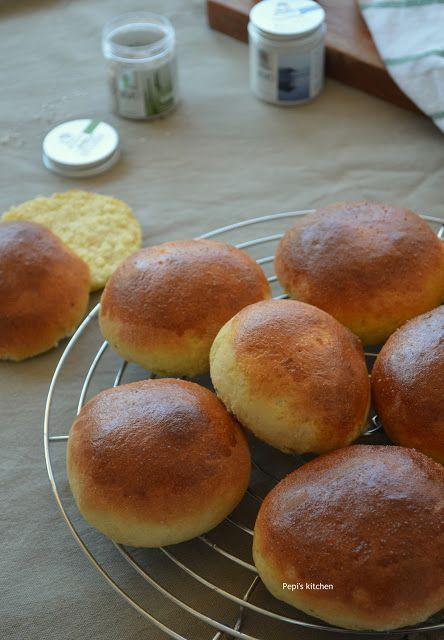 Ψωμάκια Brioche (Μπριός) http://pepiskitchen.blogspot.gr/2016/01/brioche-buns.html