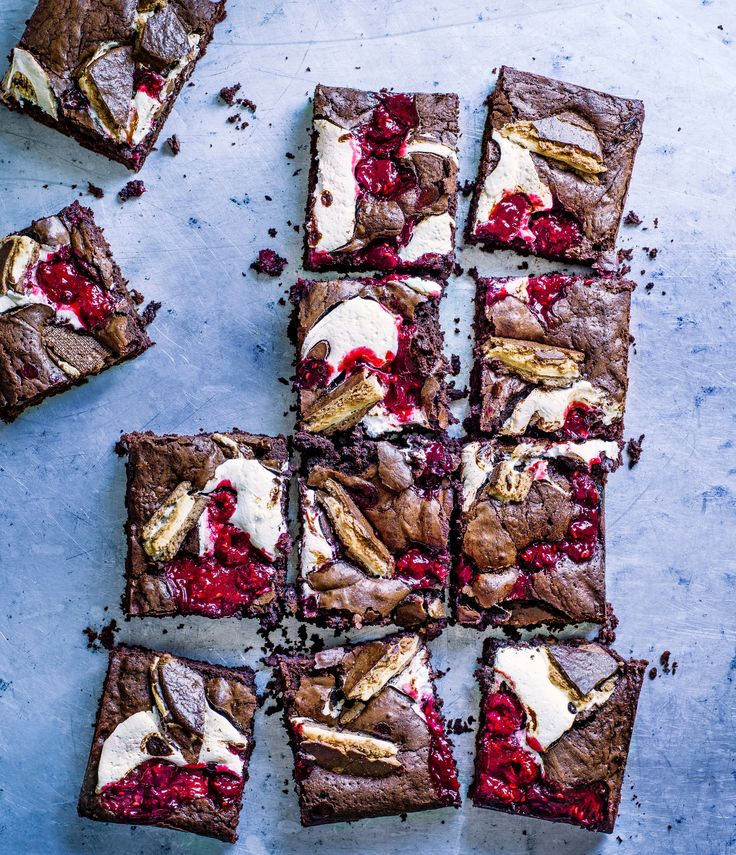 Wagon Wheels are an old-school lunch box favourite. Here we've recreated the classic brownie using retro Wagon Wheels and fluffy marshmallow for extra indulgence