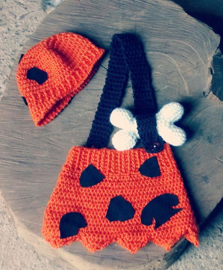 Conjunto confeccionado em crochê <br>Detalhes : ossinho de crochê <br>Cor - laranja/ marrom e branco <br>Tamanho RN/ 1 a 3/ 3 a 6/ 6 a 9/ 9 a 12 meses