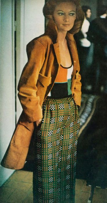 Photo by Frank Horvat for Vogue, 1972. LOVE this outfit!
