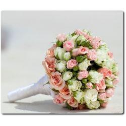 Свадебный букет невесты из розовых и белых кустовых роз (17 веток) с доставкой по Киеву.