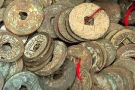 Subastan dos monedas viejas por casi ocho millones