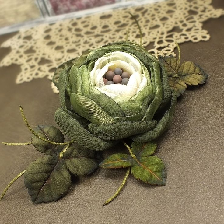 Купить Вечерний Цветок Лесной Феи. Брошь - цветок из ткани и кожи - оливковый, зелёный