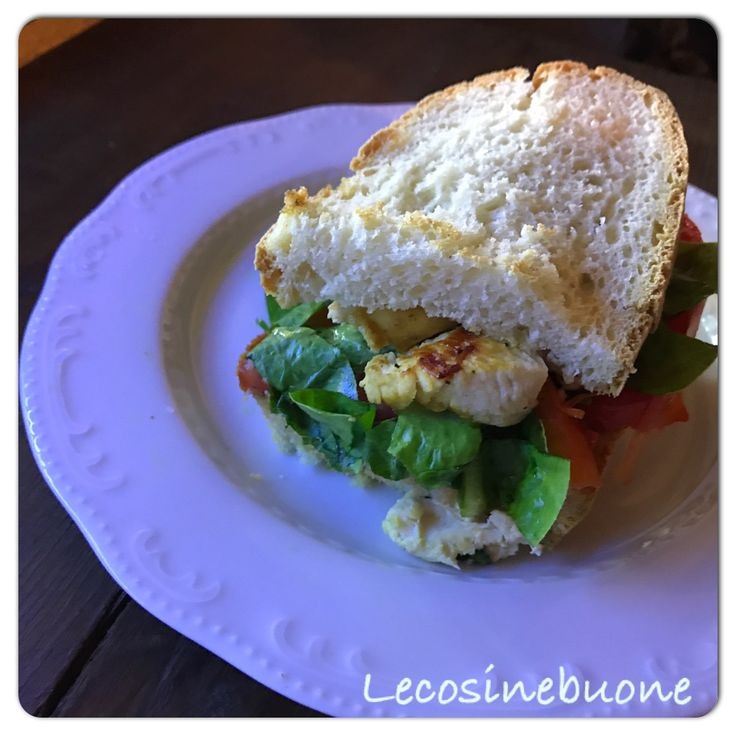 Panino con petto di pollo  http://www.lecosinebuone.ifood.it/2017/07/panino-con-petto-di-pollo.html