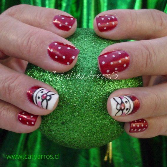 Manicure con Diseño Navideño a mano alzada.