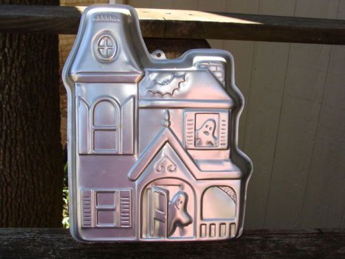 Wilton Spook House Haunted House Mansion Halloween Cake Mold 502-2464