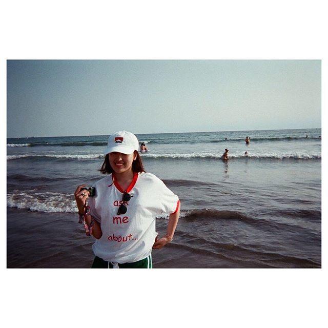 【rurimura】さんのInstagramをピンしています。 《もう思うがままになんだ、 ・ #写ルンです #フィルム #フィルムカメラ #ポートレート #被写体 #キャップ #ショート #夏 #海 #film #filmphotography #portrait #model #cap #summer #summervacation #sea #girl #18 #malboro #myfriend #good #smile #japan》