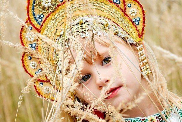 girl with kokoshnik on her head