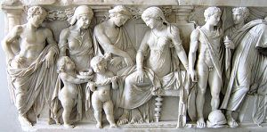 Medea sentada junto a Jasón y sus hijos. Sarcófago romano