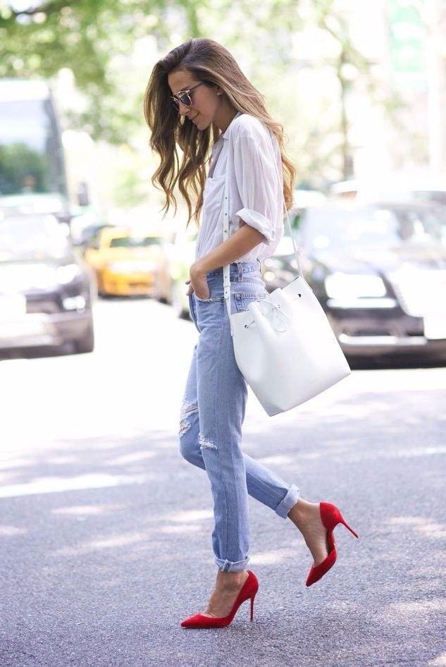 Estilo: Zapatos salón rojo. ¿Con qué llevar?  Rojo - uno de los colores más sofisticados.  Es suficiente ponerte zapatos rojos (salón y con tacón) y tu imagen se convierte más  femenina y elegante incluso con un look casual. #moda #estilo #tendencias #ootd #outfitoftheday #lookoftheday #fashion #style #trendy #glamour #lookbook #outfit #look #clothes #fashionista #blogger #fashionblogger #streetstyle #streetwear #streetfashion #accessories #accesorios #fashionlover