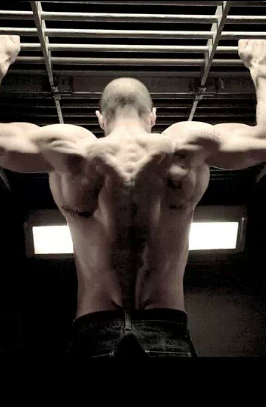 Jason Statham yummy yum yum! < sexy back muscle >