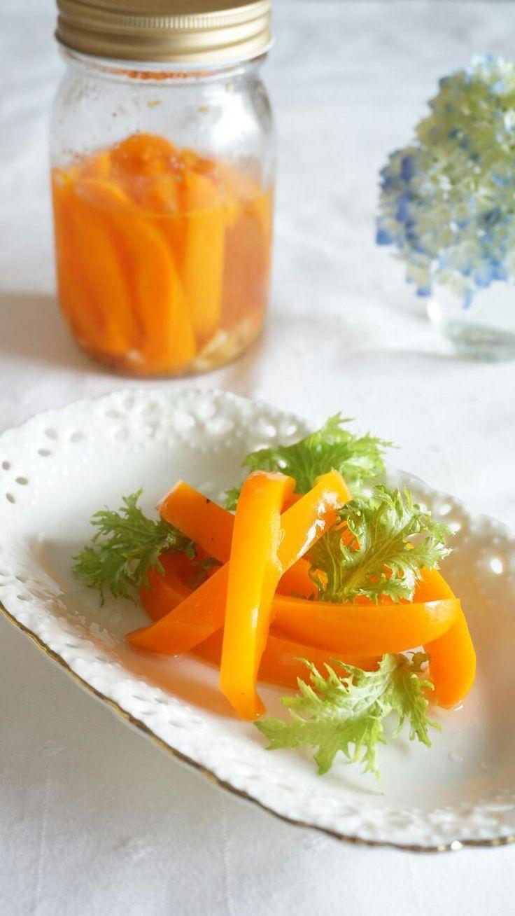 暑い季節に、常備菜として作っておきたいピクルス。今回は、塩レモンを使って、さらに爽やかさをアップしてみました。サラダ感覚で食べれるので、色んなお野菜で、たくさん作っておきたいですね~