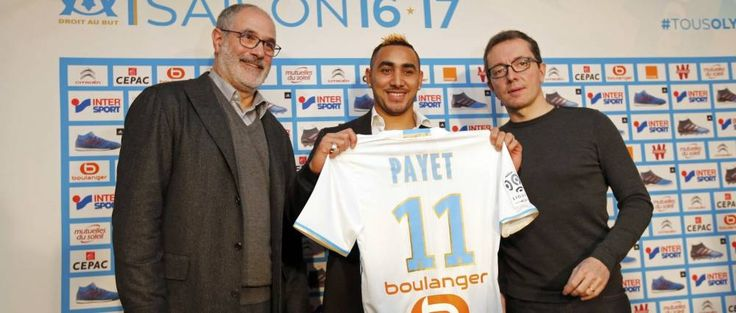 Olympique Marseille's latest recruit Dimitri Payet (C) displays his new jersey with Olympique Marseille President Jacques-Henri Eyraud (R) and Sport Director Andoni Zubizarreta after a news conference in Marseille, France, January 30, 2017.  REUTERS/Jean-Paul Pelissier (Reuters)