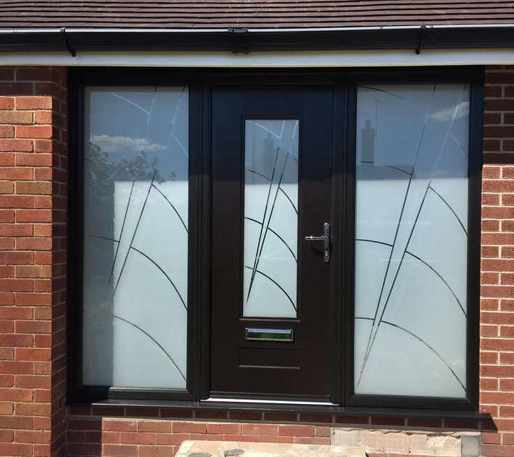 A Black Vogue with Ocean glass, fitted with matching Bespoke Ocean glass side frames.  #rockdoor #bespoke