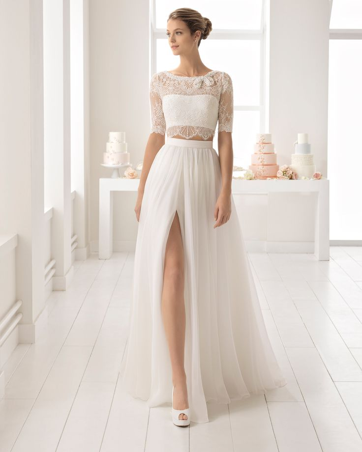 Boho-style voile wedding dress with beaded lace crop top with front opening. 2018 Aire Barcelona Collection.