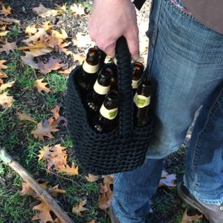 6 pack paracord carrier (crochet)