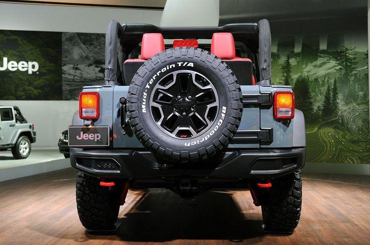 Jeep представил в Лос-Анджелесе Wrangler Rubicon 10th Anniversary Edition, который поступит в продажу весной следующего года. По сравнению со стандартным Rubicon этот специальный вариант имеет на 0,5 дюйма выше дорожный просвет и поставляется с шинами BF Goodrich KM2 размером 265/70 R17 установленными на черные 17-дюймовые легкосплавные диски Rubicon с полированными гранями и логотипом Jeep Wrangler с внешней стороны.