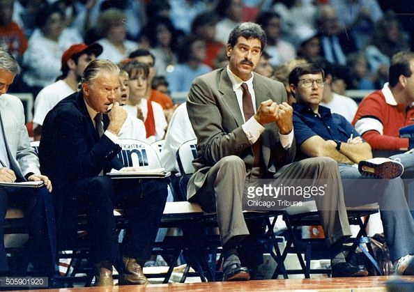 Fotografia de notícias : Bulls assistant coach Johnny Bach, left, and head...