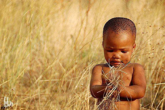 Africa |  San (Bushmen) child.  Ghanzi, Botswana | © Lien Verschooten