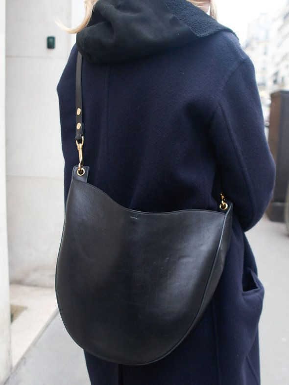 【ELLE】「セリーヌ」のコートでエフォートレスに装って|エル・オンライン