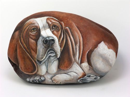HAND PAINTED ROCK.Dogs portraits on stone. basset hound