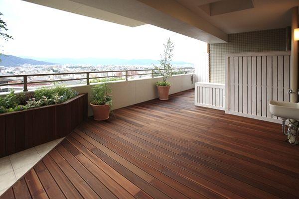 ホームランド|味気なかったバルコニーが美しい庭園に。造作の収納でデザイン性もアップ(福岡県 Kさん/マンション)|Goodリフォーム.jp