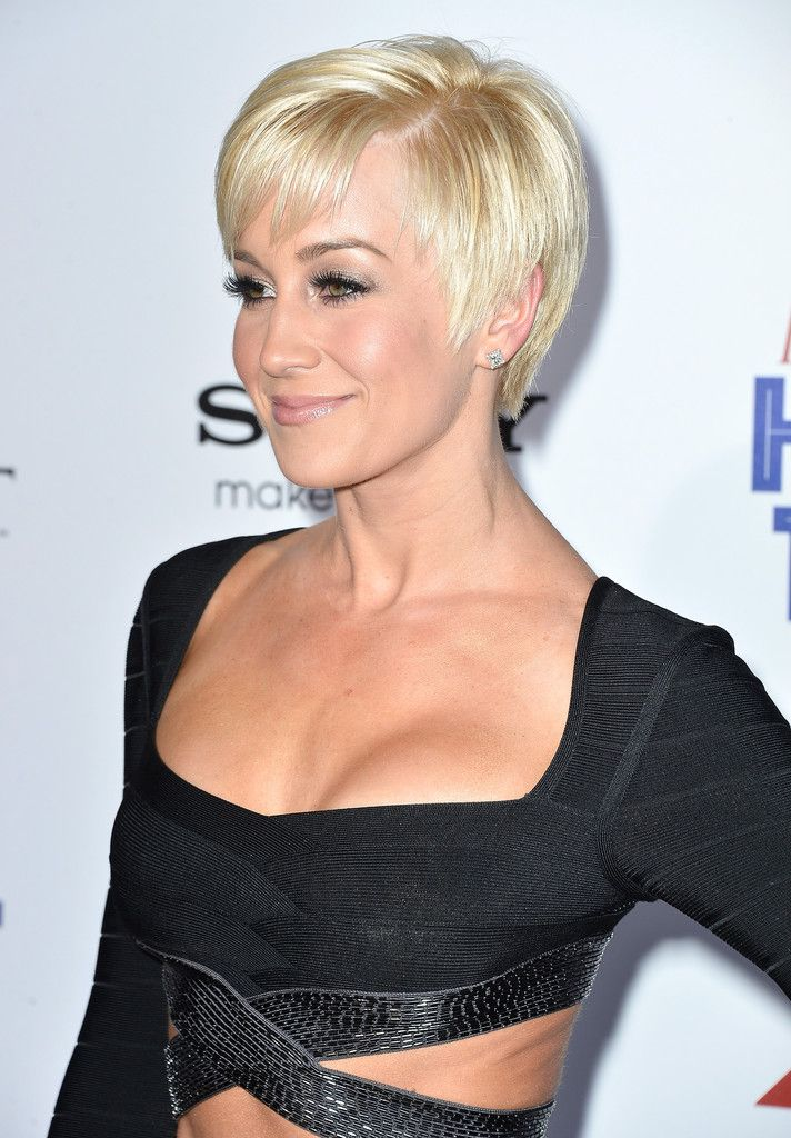 Pixie Lookbook: Kellie Pickler wearing Pixie (9 of 21). Kellie Pickler's grown out pixie looked super chic and flirty on the singer.