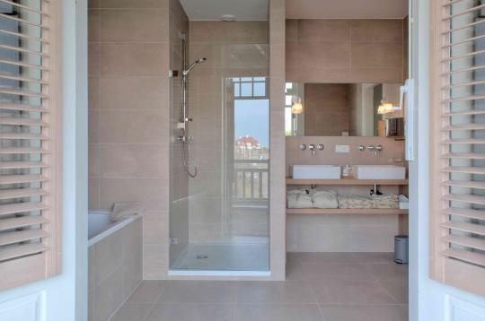 Another great picture of the spacious bathroom in Villa de Duinen. Open the doors and enjoy your private view on the sea and dunes! http://coolrooms.nl/design-hotels/restaurant-hotel-villa-de-duinen
