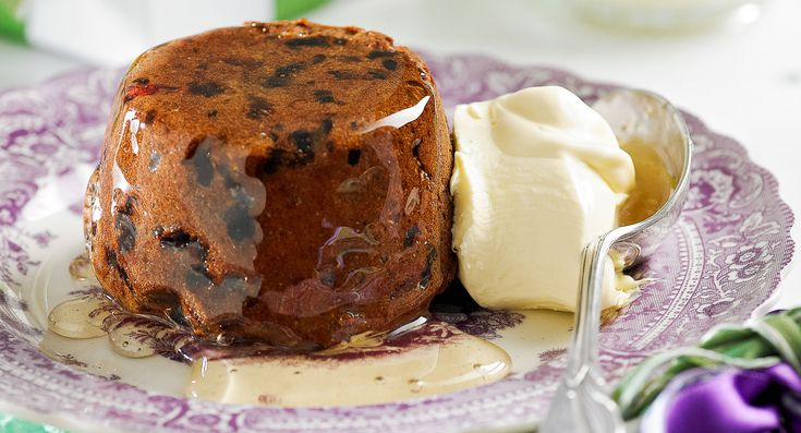 Rum and raisin puddings