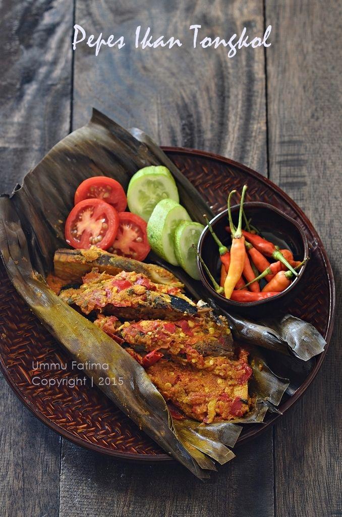 Simply Cooking and Baking...: Pepes / Brengkes Ikan Tongkol (Spiced Tuna in banana leaf)   Indonesian FOod