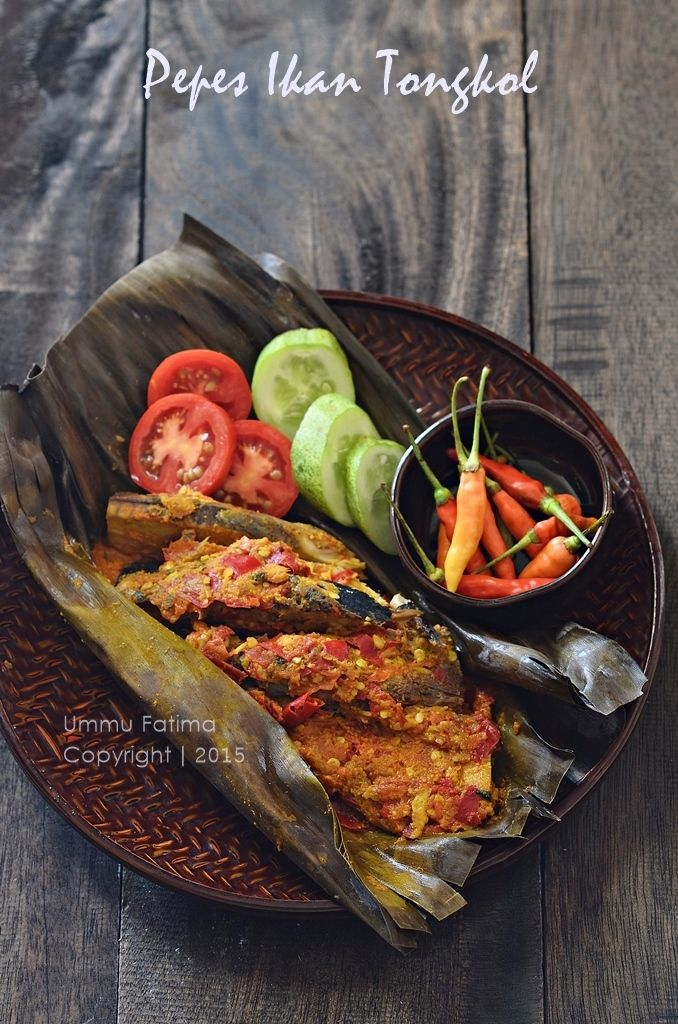 Simply Cooking and Baking...: Pepes / Brengkes Ikan Tongkol (Spiced Tuna in banana leaf) | Indonesian FOod