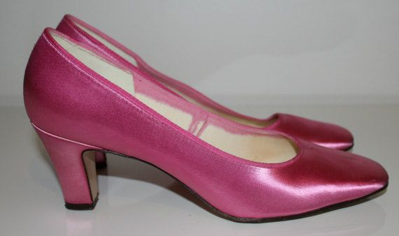Vintage 1960s pink satin pumps women 60s pumps by Lovelievintage