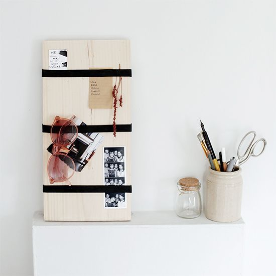 Make a modern memo board using wood and large rubber bands!