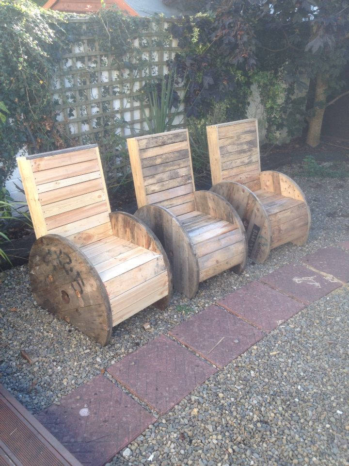 Garden chairs made from electrical spools and recycled pallets!